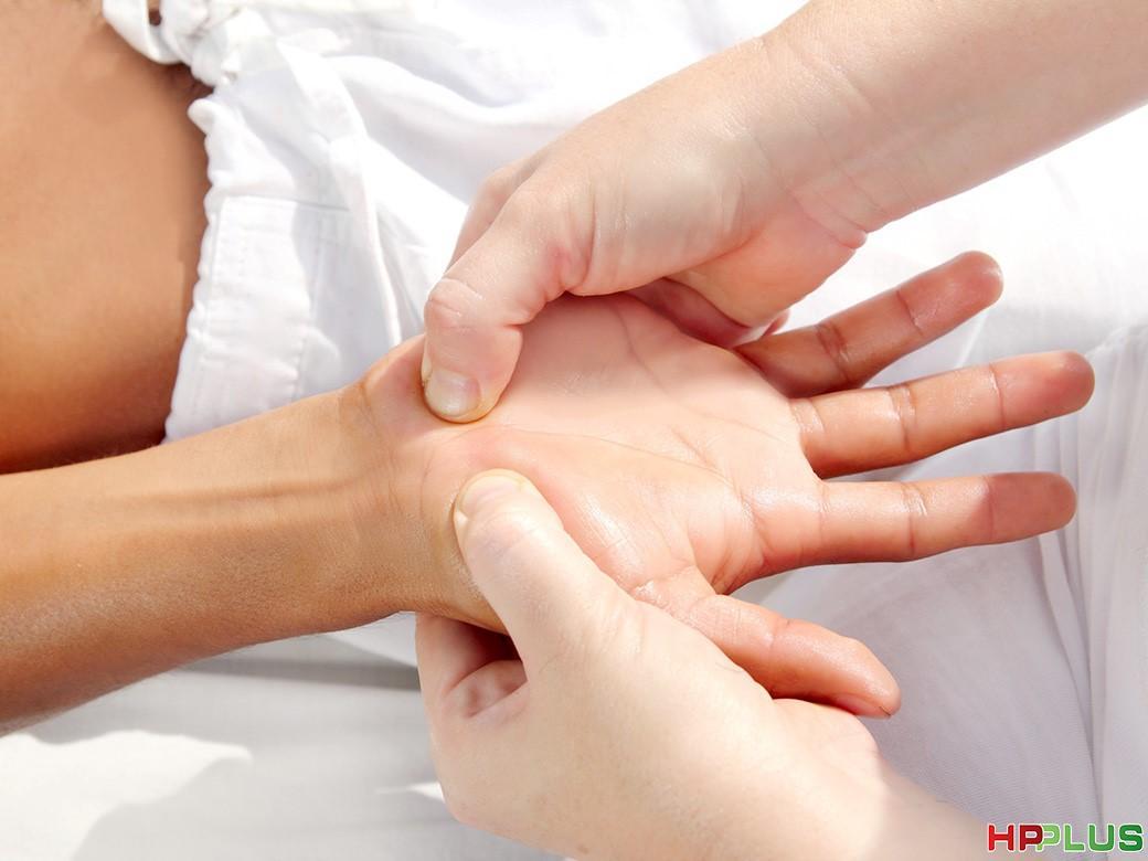 Hướng dẫn bấm huyệt chữa đau dạ dày nhanh chóng và an toàn ...