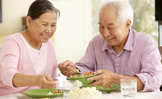 Vì sao người cao tuổi thường mắc bệnh dạ dày?