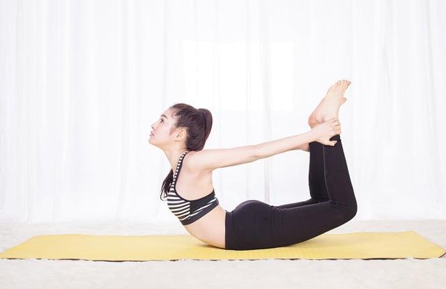 tu the vong cung bai tap yoga chua benh dau da day